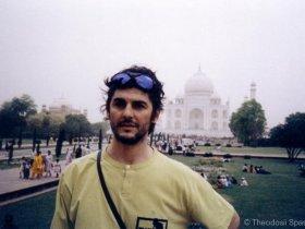 [:en]Tajmahal[:bg]Пред Таджмахал[:fr] Théodosii au Tajmahal (Inde) en 2008
